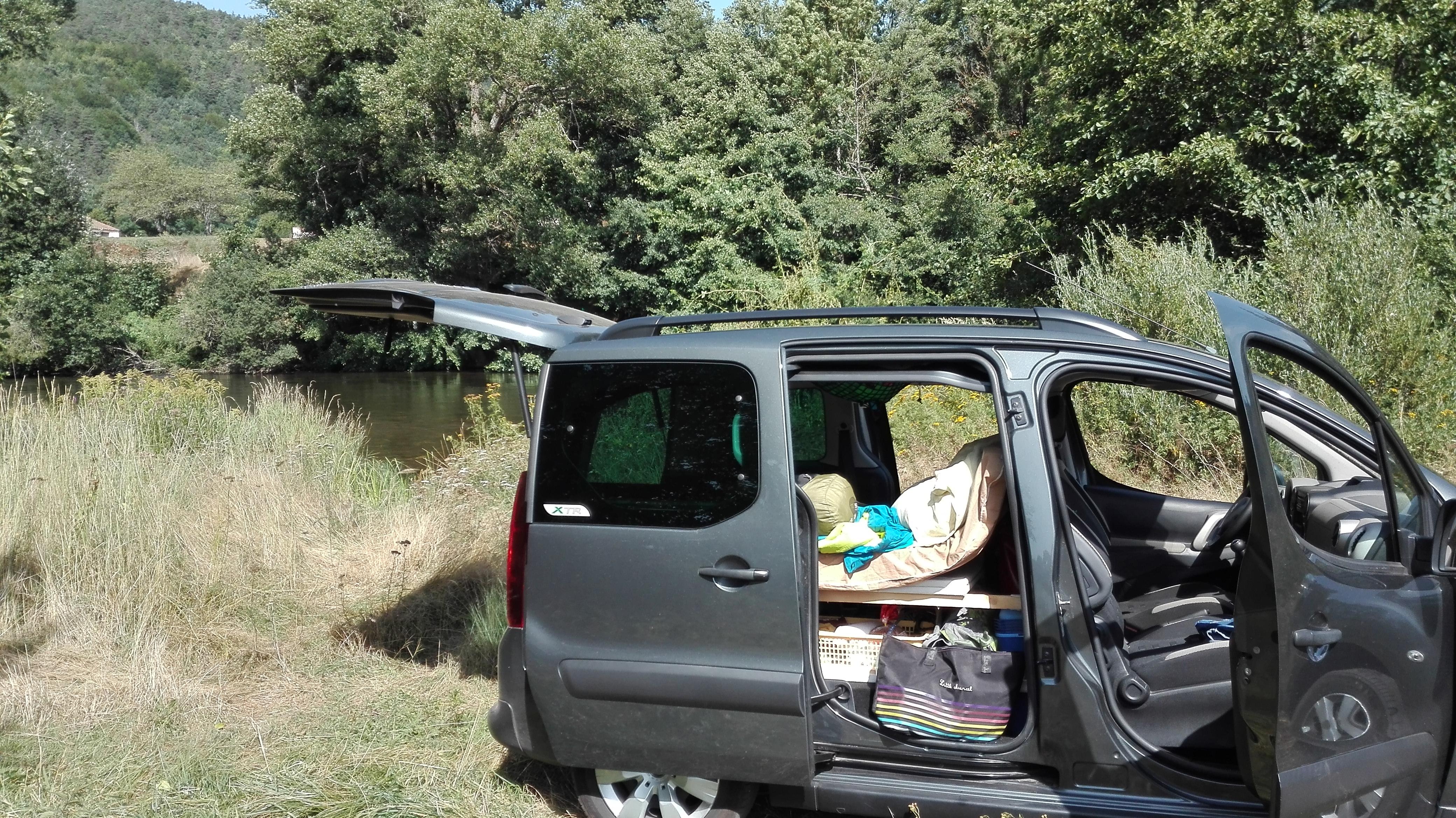par faim du voyage transformer une voiture en camping car. Black Bedroom Furniture Sets. Home Design Ideas